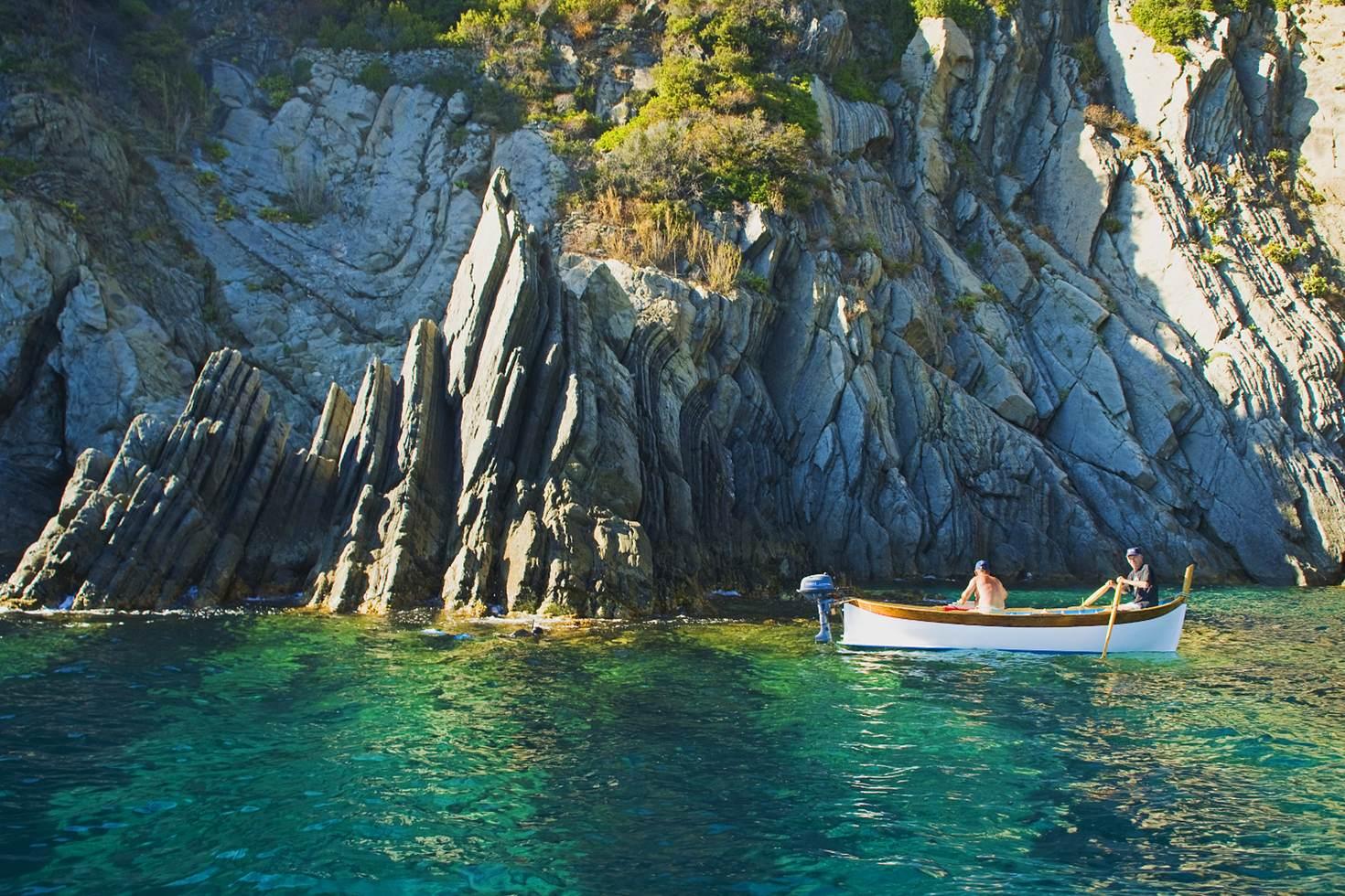 Cinque-Terre-boat